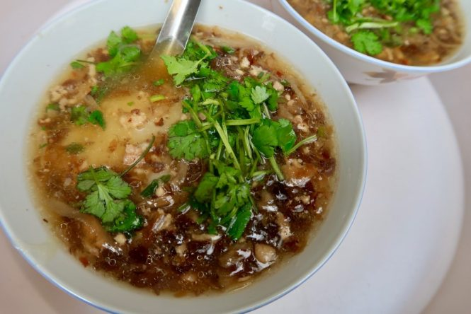 Bowl-of-banh-duc-nong