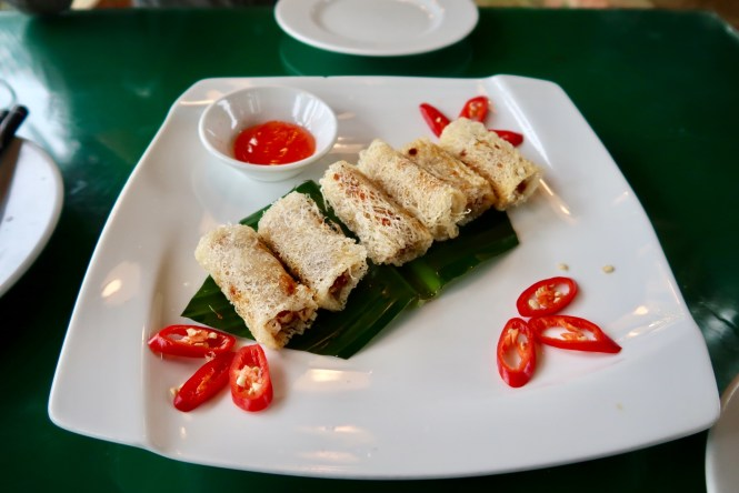 Vietnamese-spring-rolls-on-a-plate