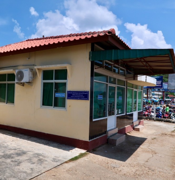 The-easily-missed-immigration-building-at-the-Myanmar-border