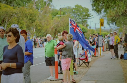 A big crowd lines the Willunga streets