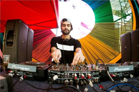 Jeremy Olander performing at Enchated Valley Carnival resized