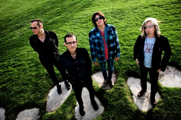 Stone Temple Pilots with Chester Bennington (second from left)