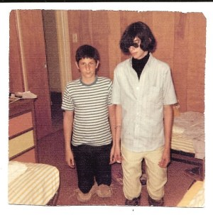 Joey, aka Jeffrey Hyman, with his little brother Mickey Leigh in 1967.
