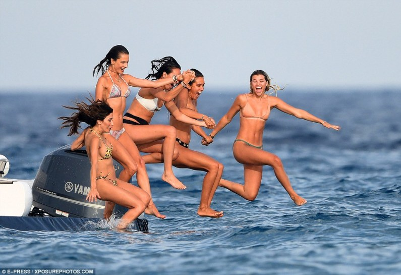 368DCE5700000578-3705852-Jumping_for_joy_Sofa_and_her_friends_looked_to_be_having_the_tim-a-8_1469380909103