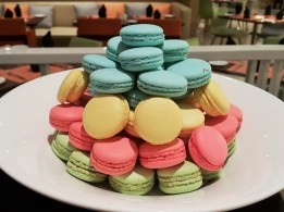 Christmas Macarons - Four Point Sheraton