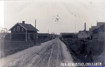 Rolvsøysund bro ble anlagt i 1869 som en del av den nye veitraséen for Kongeveien fra København til Christiania. Ny vei langs Visterflo var en forutsetning. På denne tiden var altså Soliveien en del av hovedveien til hovedstaden.