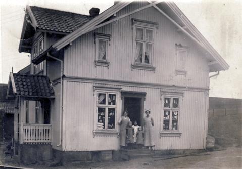 Maren Bjørnstad landhandel ved Rolvsøysund bro. Navn i bygdebok.