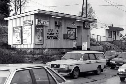 Kiosken til Frank lå svært gunstig til for passerende bilister.