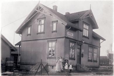 Aimar Olsens Colonialforretning lå i hans Nielsen Hauges vei på Hauge.
