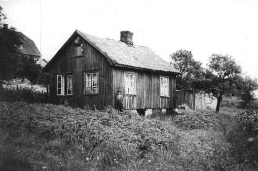 Edvard Andersen Livs hus i Meiseveien 4. Edvard var møllekusk og takstensstryker på teglverk. Han døde i 1941, 87 år gammel. Jeg har gode minner om ham og Karl Andersen, der de satt på mamas kjøkken og snakket om gamle dager.