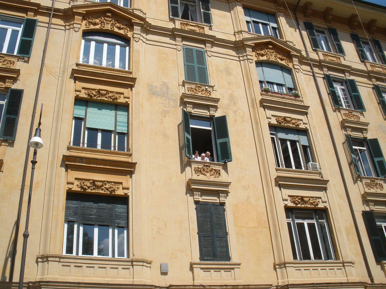 Il rabbino Toaff ha seguito il corteo dalla finestra (foto Brogi)