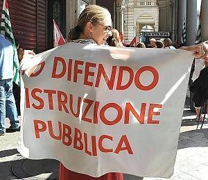 """Protesta dei precari a Montecitorio """"Niente elemosine. Assunzione"""""""