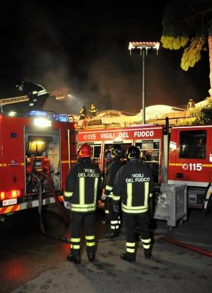 Senzatetto muore carbonizzata nell'incendio di una baracca