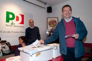 """Roma, Marino candidato pd a sindaco. Ma ci sono denunce: """"File di rom, voti comprati"""""""