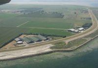 De enige buitendijkse zoetwaterbron van Zeeland ligt er ongeschonden bij alsof er in zijn omgeving niets is gebeurd. Beeld RCE