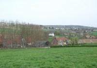 Golvend Limburgs landschap, waar de uitbreiding van agrarische bedrijven ten koste kan gaan van de cultuurhistorische en landschappelijke waarden. Beeld Heusschen*Copier