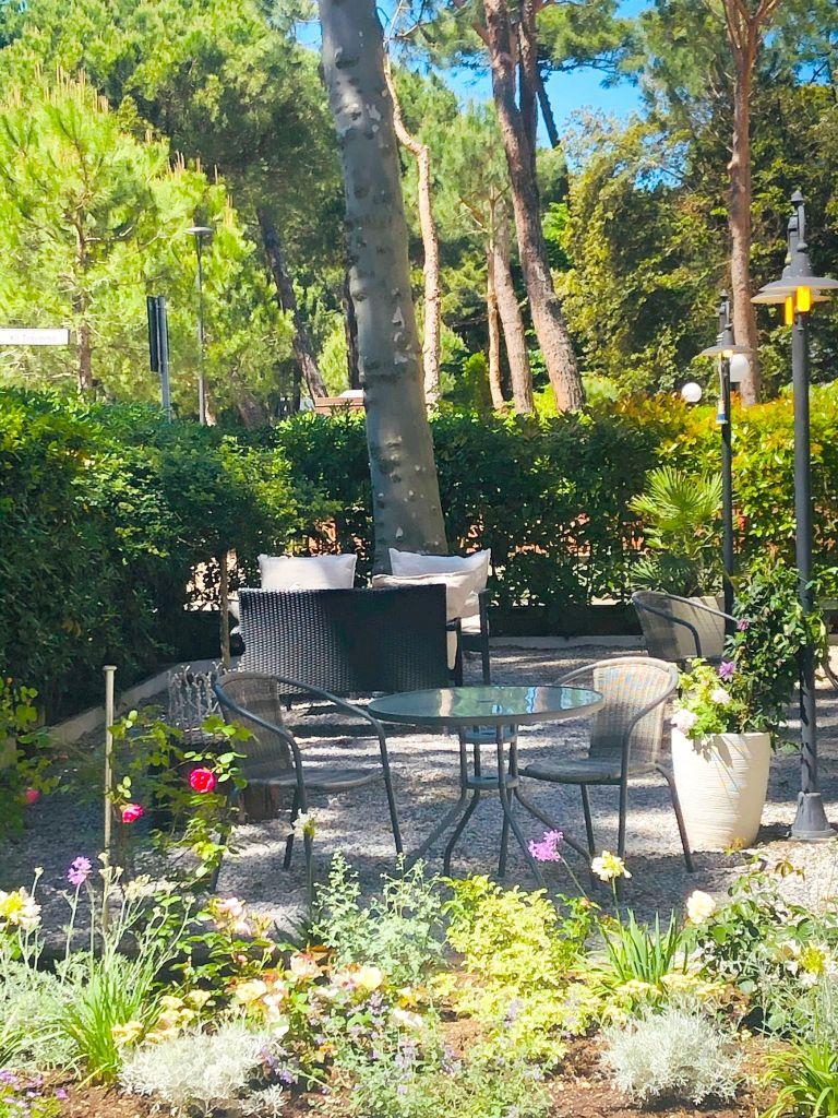 "alt=""giardino B&B Des Bains Milano Marittima"""