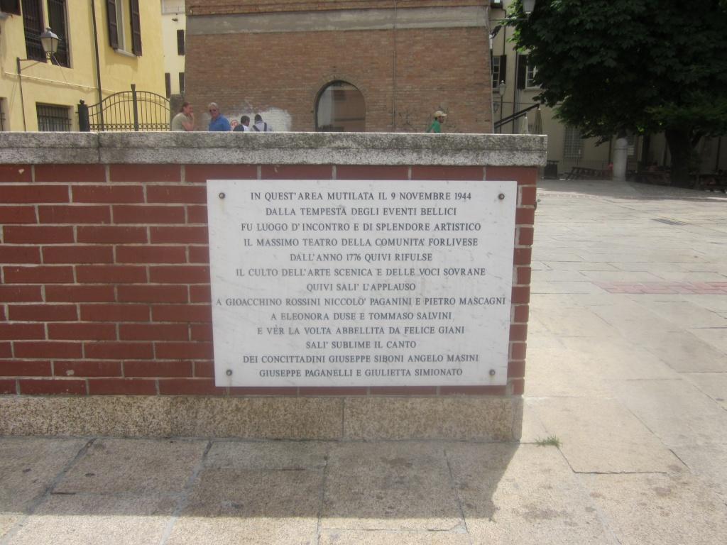 Piazza Della Misura Forli.Con Il Naso All Insu Di Marco Viroli E Gabriele Zelli Romagna Post
