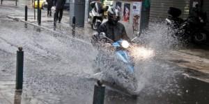 Κακοκαιρία «Βικτώρια»: 165 κλήσεις στην Πυροσβεστική για πλημμύρες και πτώσεις δέντρων