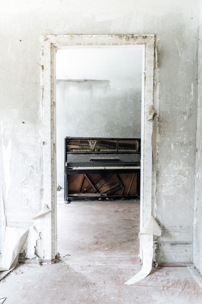 Requiem pour pianos 92 | Serie Requiem pour pianos | Romain Thiery