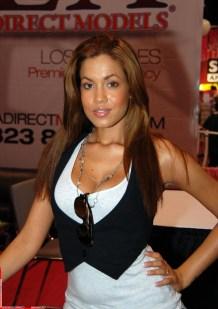 Isis_Taylor,_Exxxotica_Miami_2010