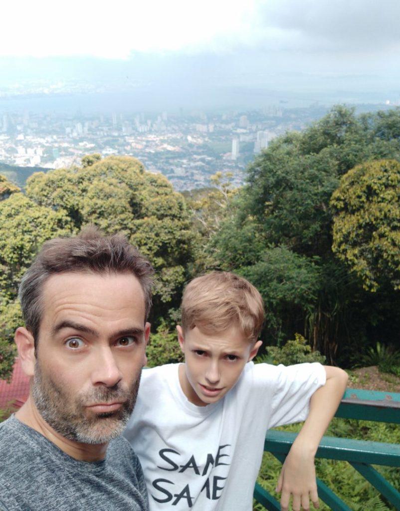 Père et fils sur le toit du monde de Penang