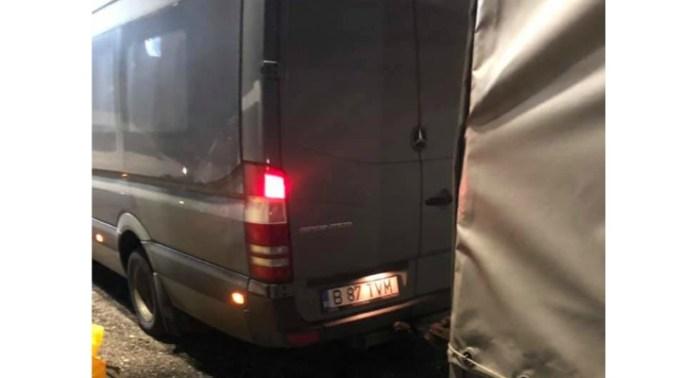 """Români jefuiţi pe autostradă în Germania, în complicitate cu şoferul unui microbuz. """"Când am coborât parcarea era goală ! După 2 minute toți dispăruseră fără sa știu ce s-a întâmplat! Fratele meu a fost dus ..."""" 1"""