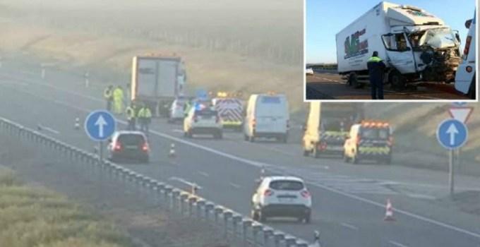 Microbuz cu 8 români lovit în plin de un camion pe un drum din Spania. Un mort, 7 răniţi 15