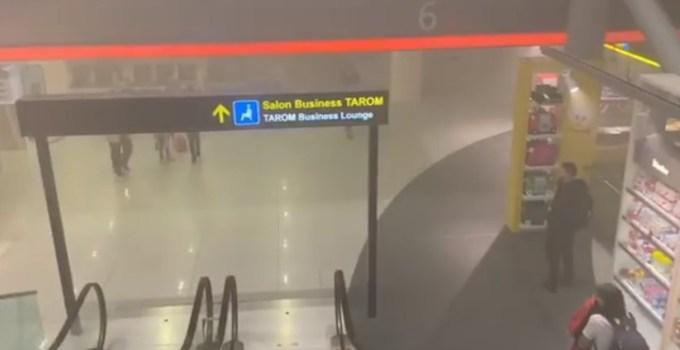 """(Video) Incendiu la aeroportul Otopeni. Marian :""""Nimeni din administrație nu zice nimic de tipul """"bă, duceți-vă în altă zonă a aeroportului"""", iar unii oameni stau în fum, cuminți pe scaune..."""" 12"""