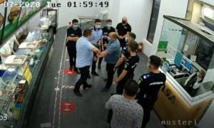 (Video) Scandalul monstru făcut de deputații PSD în șaormărie. Solomon își bate joc de casier și de polițiști 43