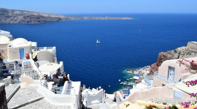 Infectați. Alți 3 români în vacanță în Grecia depistați pozitiv 1
