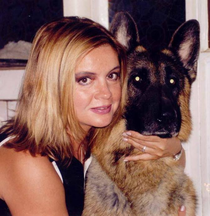 """Ștefan Mandachi, despre Cristina Țopescu: """"Era la fel de miloasă și devotată animalelor cum era și mama mea, Jeni, care era de-o seamă cu ea... Sper că s-au întâlnit amândouă în rai și de acolo veghează asupra sufletelor neprihănite cu patru lăbuțe de pe pământ.  M-a afectat vestea morții ei. Poate și pentru că ..."""" 1"""