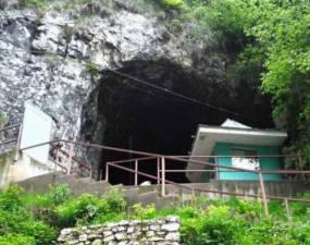 (Video) Legendele din jurul peșterii Dâmbovicioara. Aici se adăposteau haiducii care luau de la turisti și dădeau copiilor săraci 3