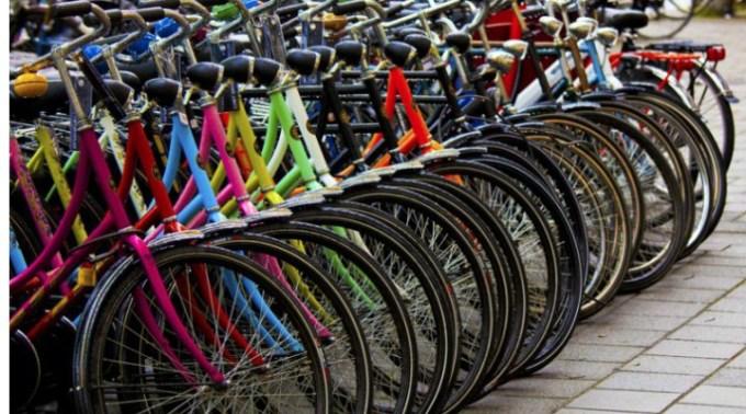 """O primărie cumpără biciclete cu 13.000 de euro, mai scumpe decât un autoturism! Clotilde Armand: """" Și au cumpărat vreo 390 de bucăți. Puteți să le ''mulțumiți'' consilierilor PSD, PNL, ALDE și PMP pentru această achiziție ''urgentă''."""" 1"""
