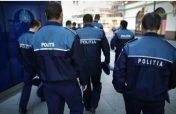 """Polițiști plătiți cu 1 leu pe oră, de alegeri: """"De azi am devenit bogat!!! În sfârșit statul român m-a plătit. Am ajuns în sfârşit să merg la magazinul de pe colţ, să merg să-mi plătesc datoria pentru apa minerală şi pachetul de biscuiţi ce l-am luat pe cont de fiecare dată când am ..."""" 1"""