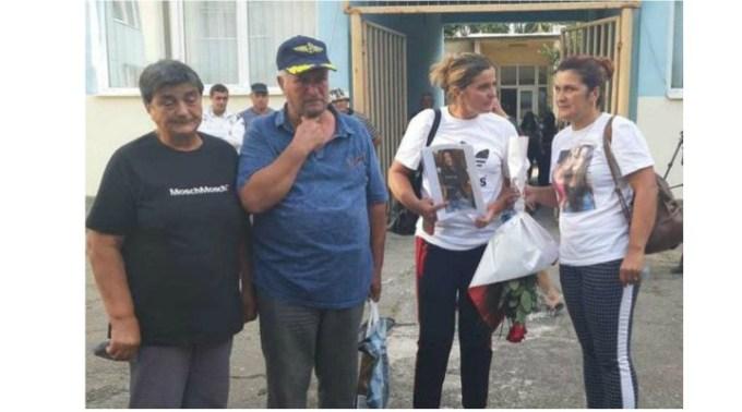"""Scandal la vot cu familia Melencu. Bunicul Luizei: """"Uitaţi cum fug! Fug! Toţi fug ..."""" 1"""