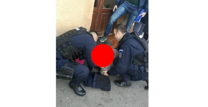 """Femeie la un pas să moară pe stradă, de la... o bomboană! Salvată de jandarmi. """"Au constatat că femeia avea pulsul și respirația foarte slabe așa că au chemat în ajutor o ambulanță. Până la sosirea acesteia, colegii noștri au pus ..."""" 11"""