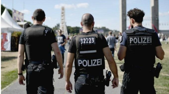 Români din Germania au băgat în spital 3 polițiști după ce au bătut la ușa lor ca să dea muzica mai încet 1