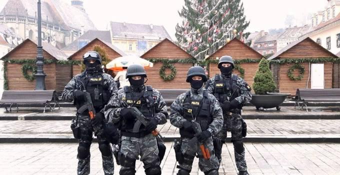 România sub ASEDIU ! Sute de mascați patrulează cu armele la vedere în marile orașe. Trupele speciale au fost trimise pe străzi să ne apere de ...? 1