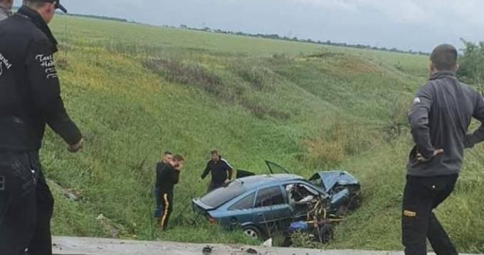 (Foto) Accident grav. O tânără de 19 ani a murit pe loc pe DJ 546 A. Se afla pe scaunul din dreapta și a fost aruncată din mașină 3