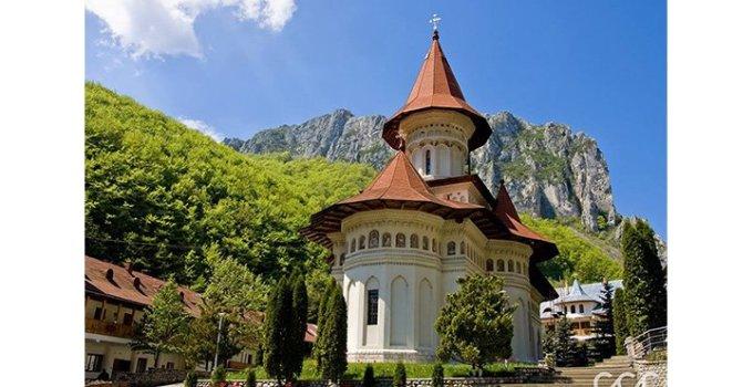 14 cele mai frumoase Mănăstiri din România unde regăsești Credința de Paști 2
