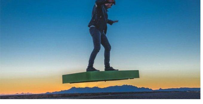 Placa zburătoare, invenţia extraordinară a unor cercetători români, va fi scoasă la vânzare în aprilie 2016, în SUA. Vezi aici cât costă: 6