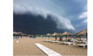 (Foto/Video) Norul spectaculos Shelf a acoperit cerul în staţiunea Mamaia 3