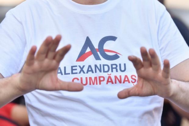 (Foto) Alexandru Cumpănașu și-a început turneul prezidențial 'antimafia' în comuna Dobrosloveni în care s-a născut Alexandra Măceșanu 2