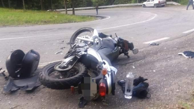 (Foto Accident) O tânără șoferiţă a spulberat pe contrasens 2 motocicliști, pe Transfăgărășan. Ce spune Poliția 3
