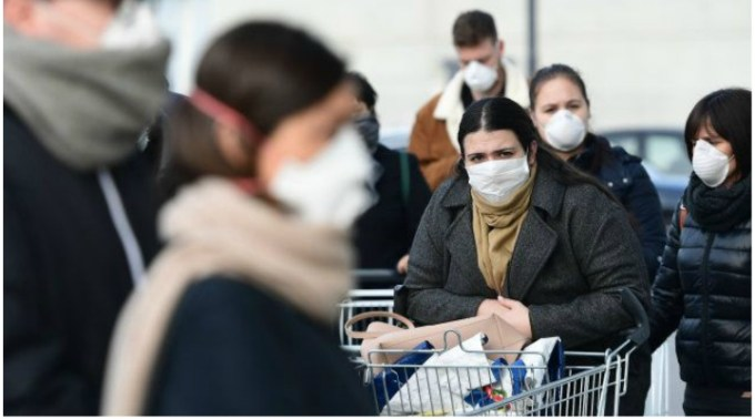 """Coronavirus. Româncă din Italia: """"Nu-i nicio persoană pe stradă, zici că-i ca-n război. Unde sunt eu, oamenii s-au panicat foarte tare, au luat cu asalt magazinele, am început să facem cumpărăturile online..."""" 1"""