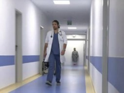 """Un tânăr medic din România ajută gratuit oamenii bolnavi din zonele defavorizate. """"E ca un spirit protector"""" 34"""