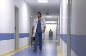 """Un tânăr medic din România ajută gratuit oamenii bolnavi din zonele defavorizate. """"E ca un spirit protector"""" 15"""