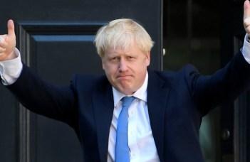 """Lucian Mindruta: """"Nu, in UK nu a câștigat echivalentul PSD-ului de la noi. A câștigat mincinosul cel mai mare. Pentru ca oamenii s-au saturat de dezbateri. Pentru ca au zis ca poate merita sa încerce si răul cel mare, odată ce alternativa, Corbyn, e de un stângism ridicol si pe alocuri chiar prostesc.  Ce învățam de aici? Ca binele ..."""" 14"""