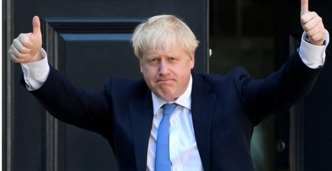 """Lucian Mindruta: """"Nu, in UK nu a câștigat echivalentul PSD-ului de la noi. A câștigat mincinosul cel mai mare. Pentru ca oamenii s-au saturat de dezbateri. Pentru ca au zis ca poate merita sa încerce si răul cel mare, odată ce alternativa, Corbyn, e de un stângism ridicol si pe alocuri chiar prostesc.  Ce învățam de aici? Ca binele ..."""" 7"""